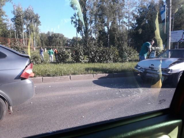 В Смоленске у машины на ходу отказали тормоза