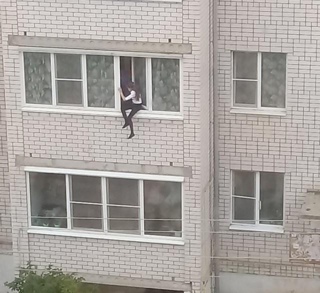 """Вяземские подростки устроили опасные """"игры"""" на высоте"""