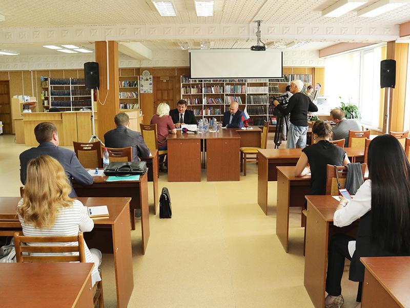 Игорь Ляхов провел прием граждан в Десногорске