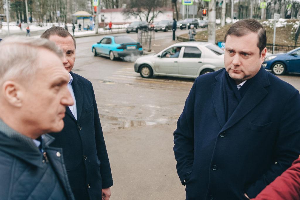 Губернатор Алексей Островский назвал безобразным состояние дорог в Смоленске
