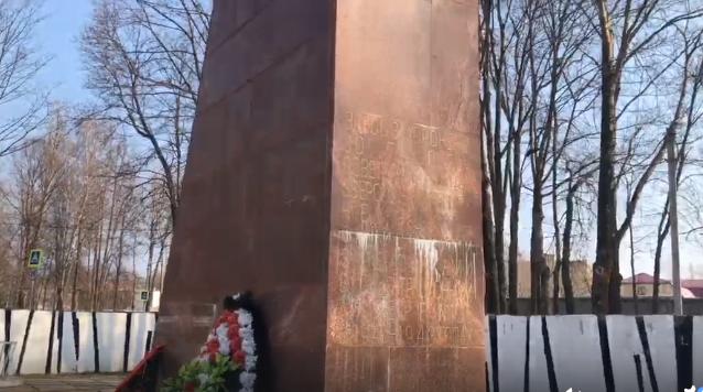 Губернатор поручил к 75-й годовщине Победы отремонтировать все мемориалы в области