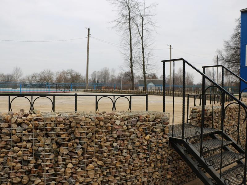 В Хиславичах благоустраивают старинный парк