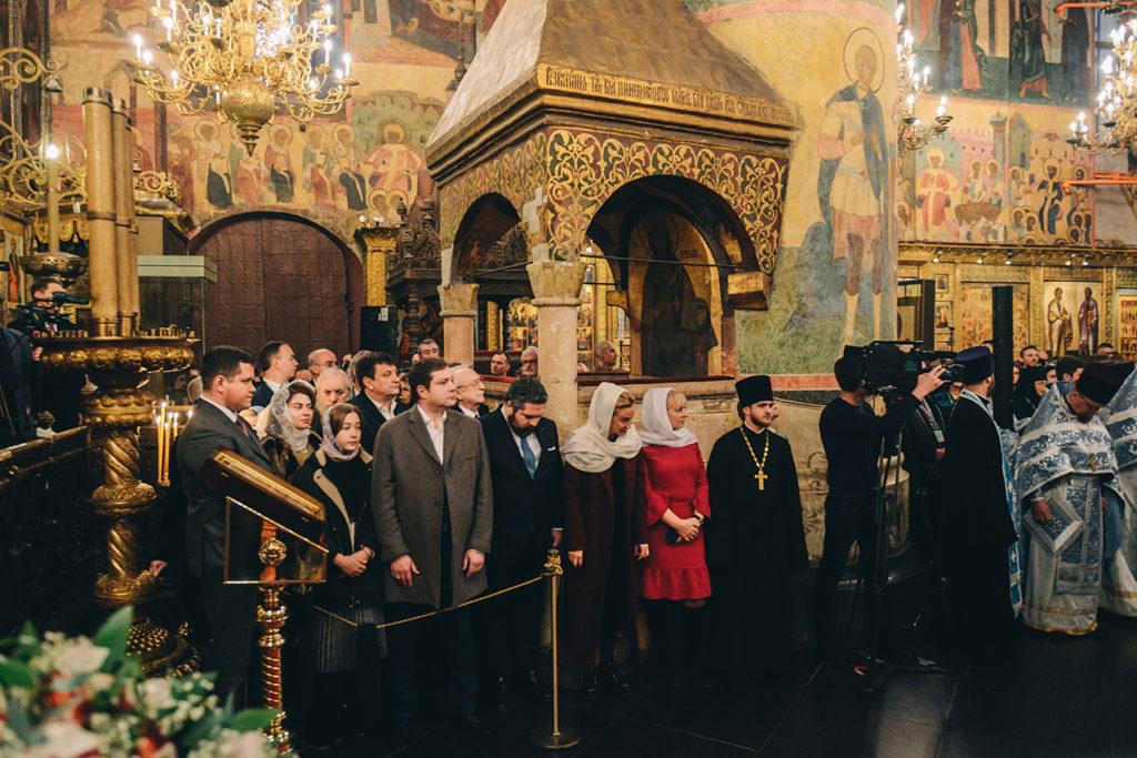 Смоленский губернатор посетил Божественную литургию в Успенском соборе Кремля