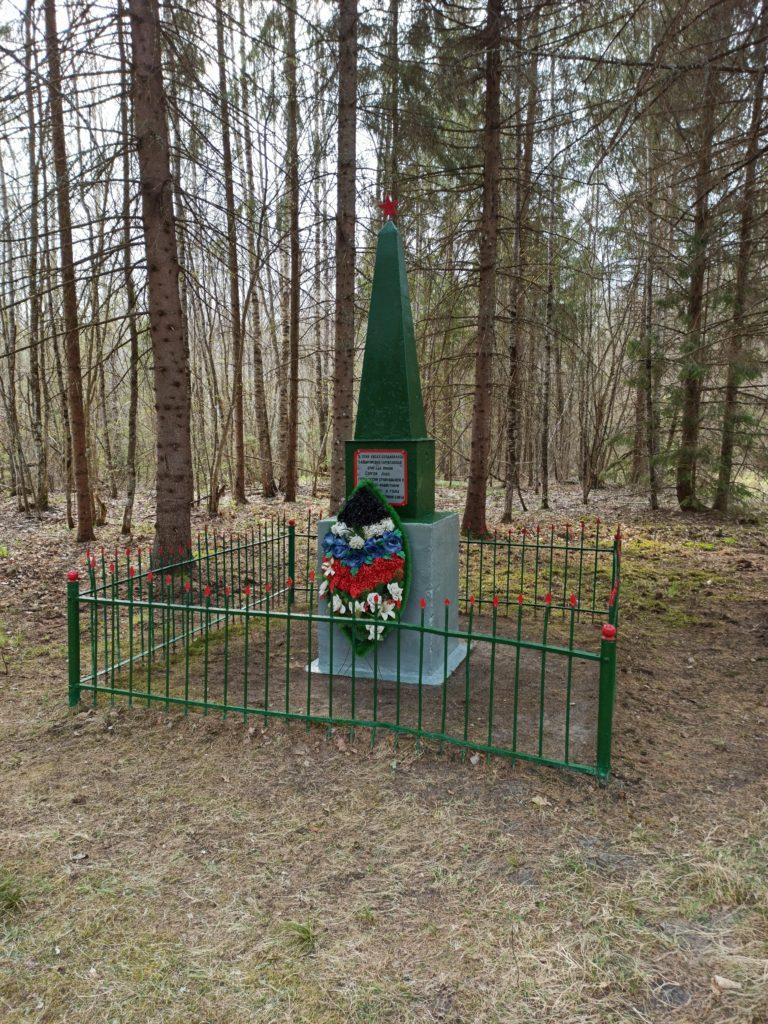 Смоленские пограничники привели в порядок воинские захоронения