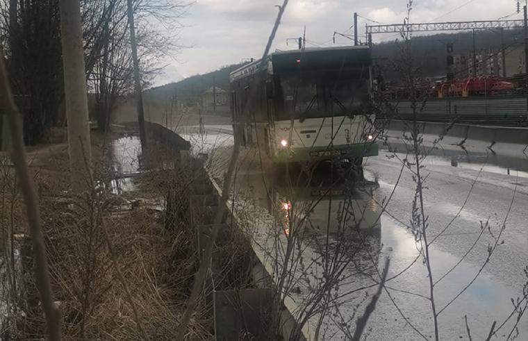Дорога на Колодню в Смоленске превратилась в фекальную реку