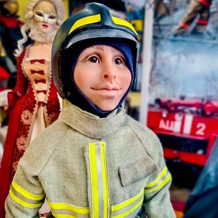 Сотрудница пожарной части в Смоленской области делает уникальных кукол